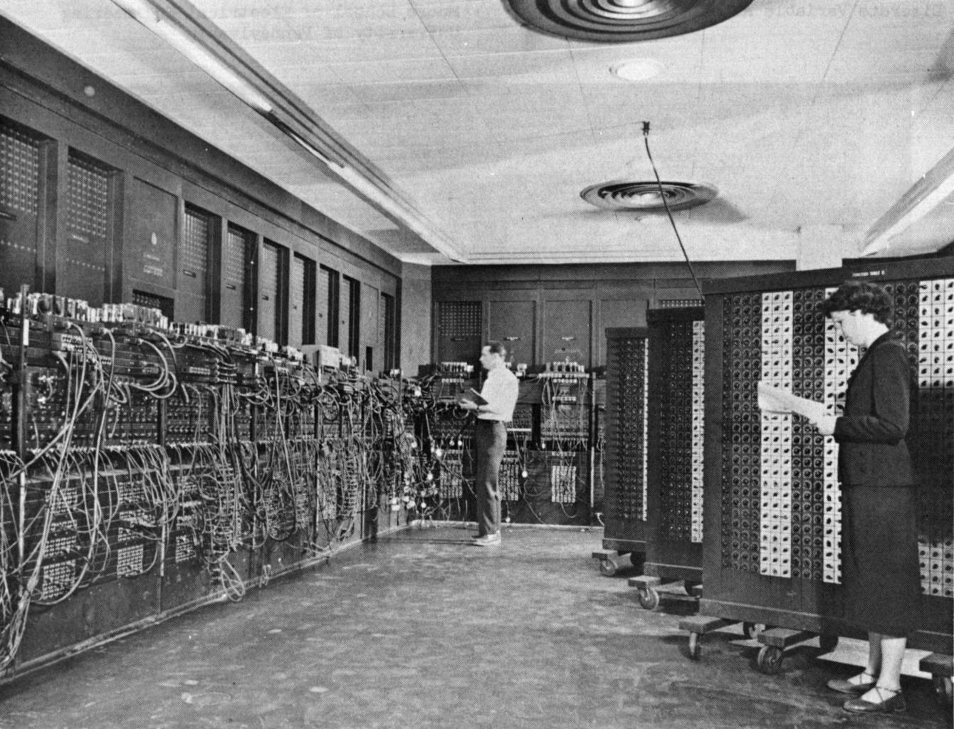 Hình ảnh chiếc máy tính đầu tiên được ra đời