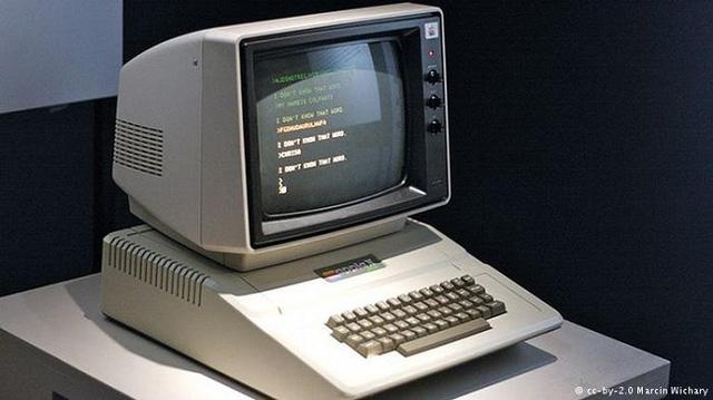 Chiếc máy tính đầu tiên ra đời năm nào?